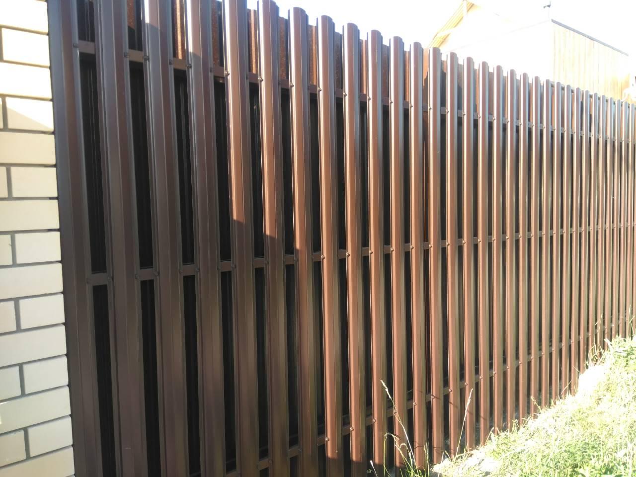 Забор из евроштакетника